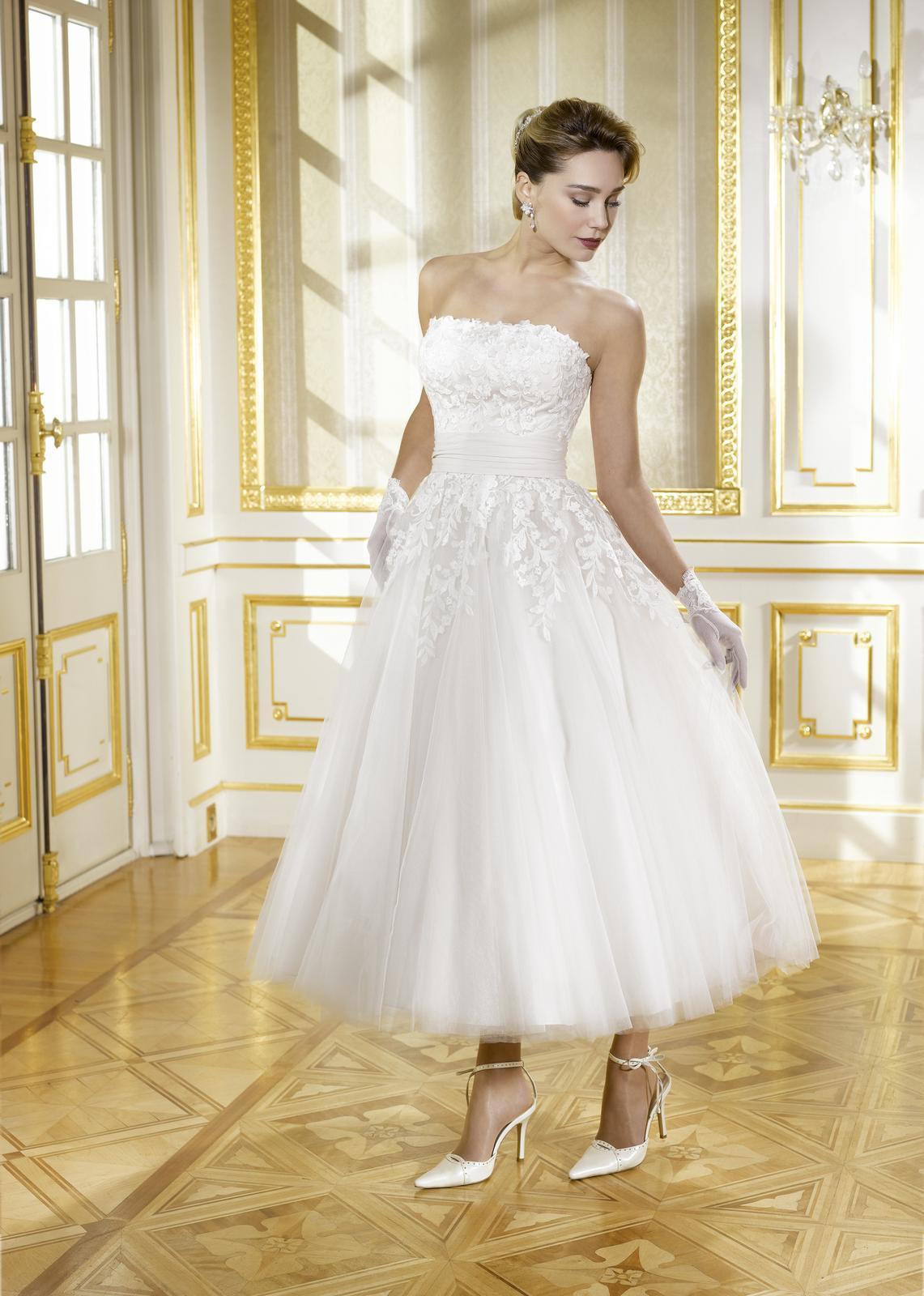 9d9f4a1e2c22 Svatební agentura a dekorace Amelie - svatební šaty