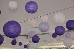 Závěsné lampióny v různých barvách